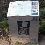 na zdjęciu jedna z ksiąg na szlaku pobytu Adama MIckiewicza w Wielkopolsce