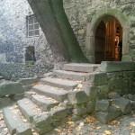 na zdjęciu wejście do wieży rycerskiej w Siedlęcinie