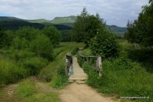 Początek szlaku, Tarnicę widać w oddali.