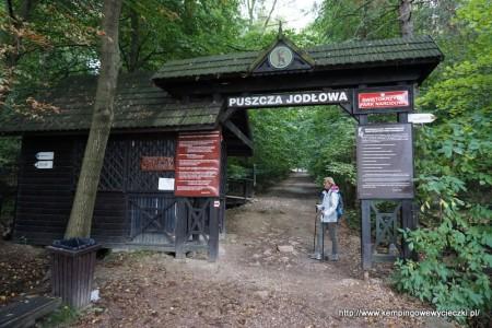 brama wejściowa szlaku na Łysicę