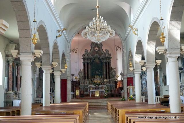 Ołtarz w kościele zwiastowania w Mali Losinj