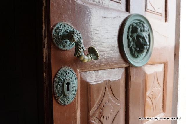 Mali Losinj, Chorwacja drzwi wejsiowe kościół Zwiastowania