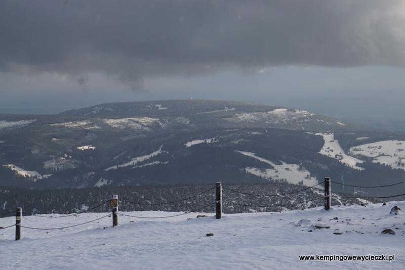 widok ze Śnieżki na Czarną Górę i Pec pod Śnieżką