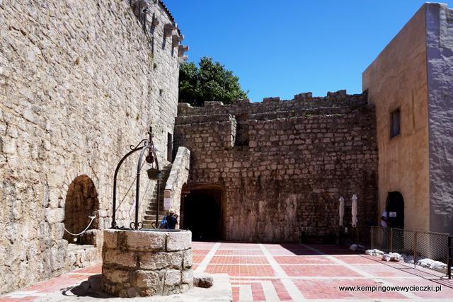 dziedziniec zamku Frankopanów