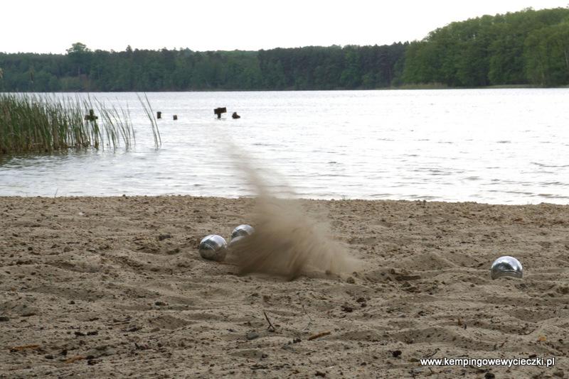 na plaży jad jeziorem Solecko
