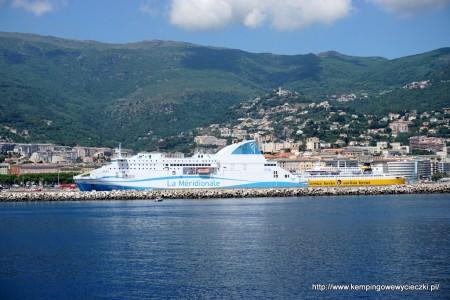 Z Bastii odpływają wielkie promy do Francji Włoch i na wyspy np. na Sardynię