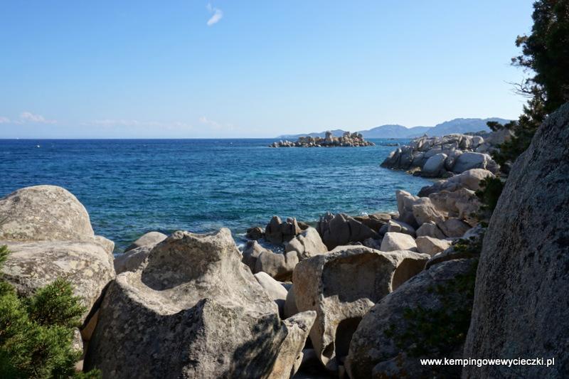 obie plaże d'Acciaghju i Tamaricciu  oddzielone są rezerwatem przyrody