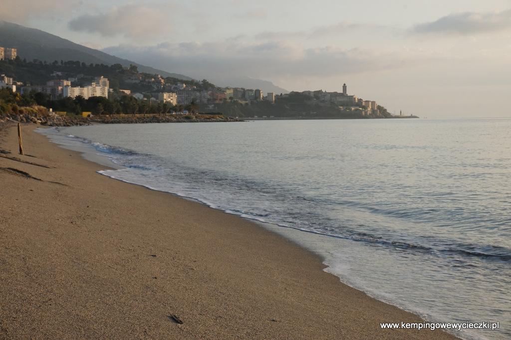 plaża na kempingu Les Sables Rouges