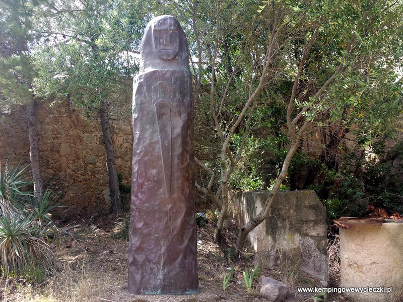 Menhir świadectwo cywilizacji z okresu brązu - tu replika
