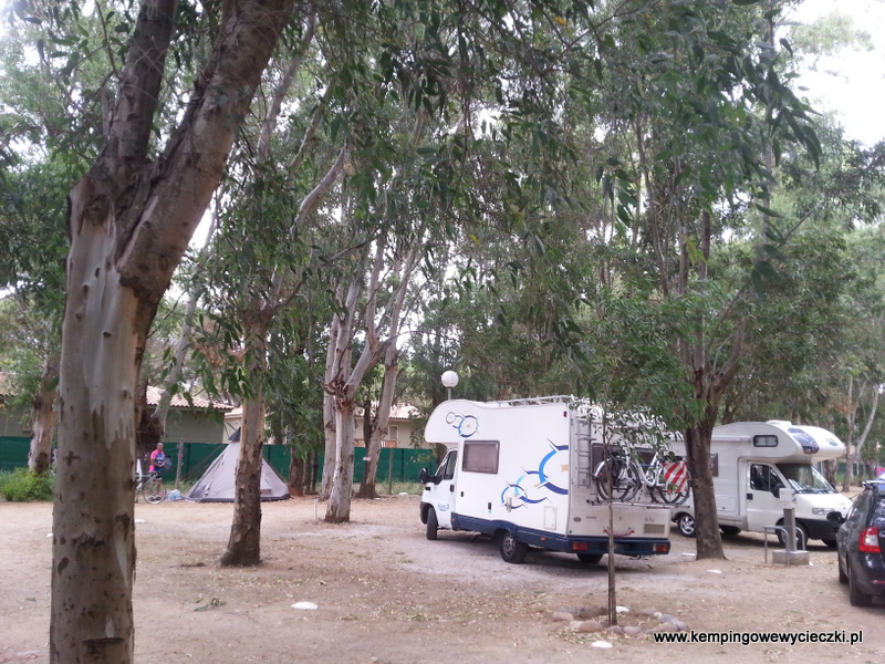 nasza parcela na campingu La Pineda Calvi