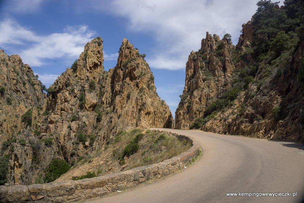 niezwykłe skały na Korsyce