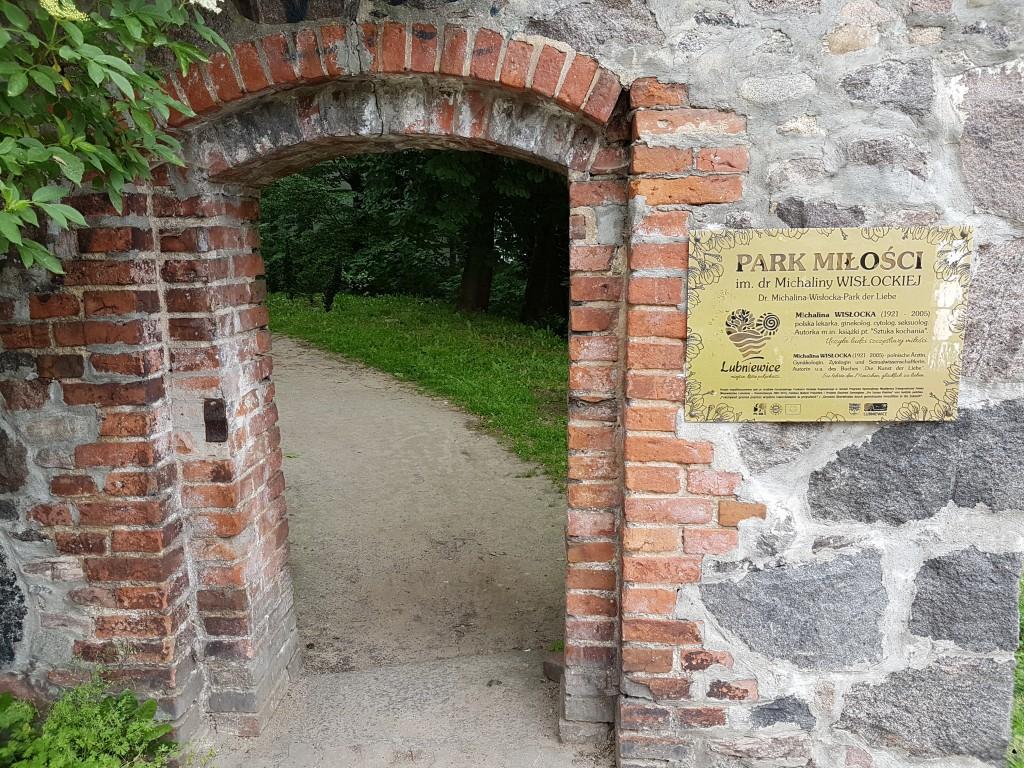 Brama do Parku Miłości w Lubniewicach