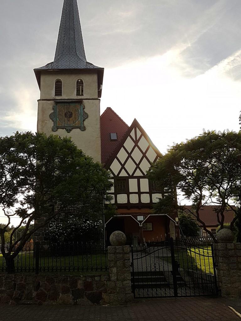 Kościół w Przełazach, mnie spodobał się drewniany zegar