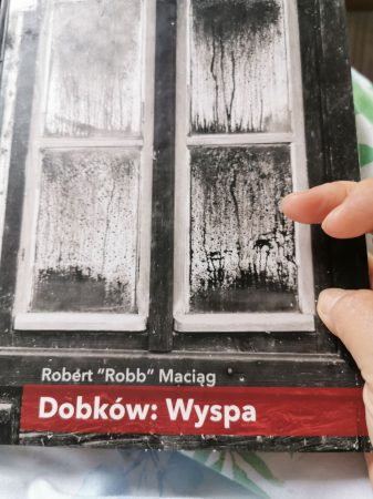 autor książki Dobków: wyspa Robert Robb Maciąg